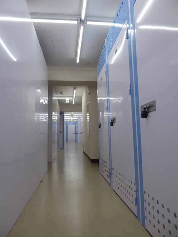 左のメイン廊下
