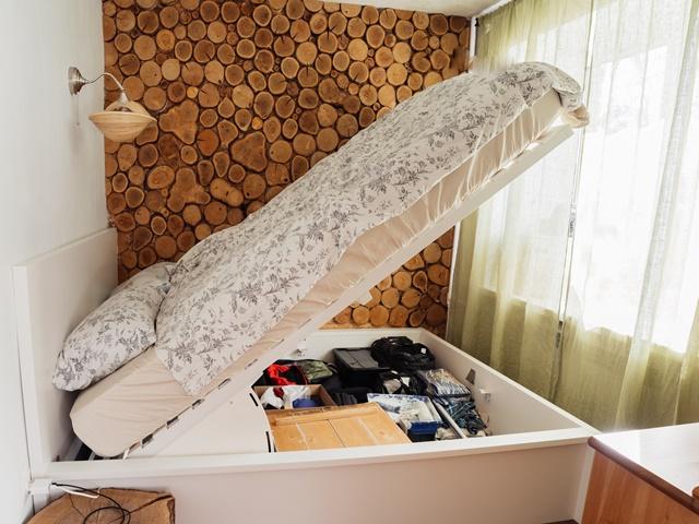 収納力が高い跳ね上げ式ベッド