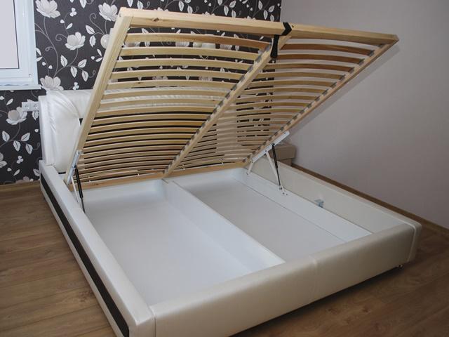 跳ね上げ式のベッドのイメージ