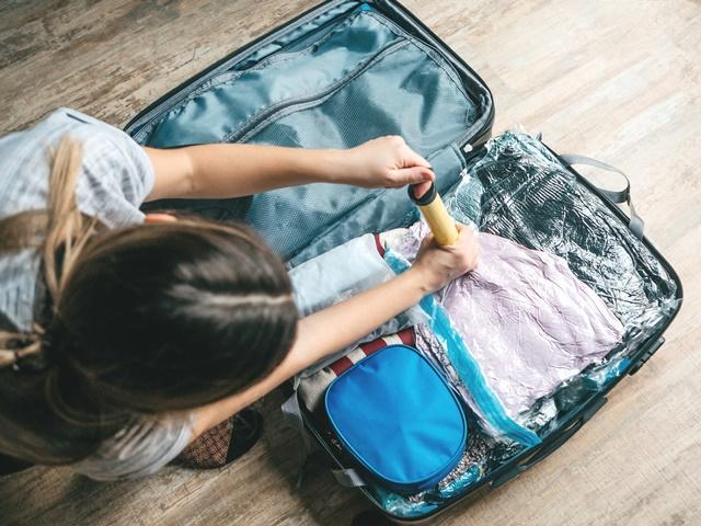 スーツケースに入れた圧縮袋のイメージ