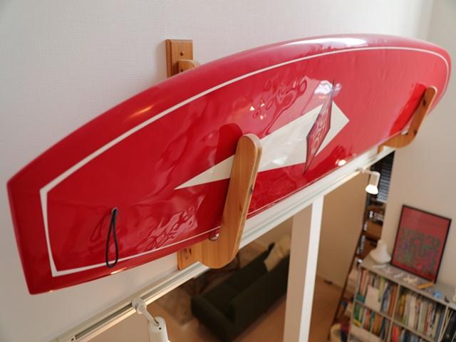 サーフボードを部屋に飾る
